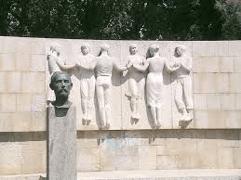 Sardane sculpture monument figueras