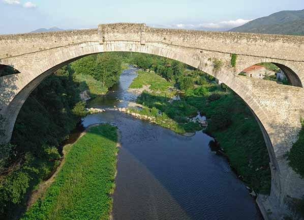 Monument légende pont Céret