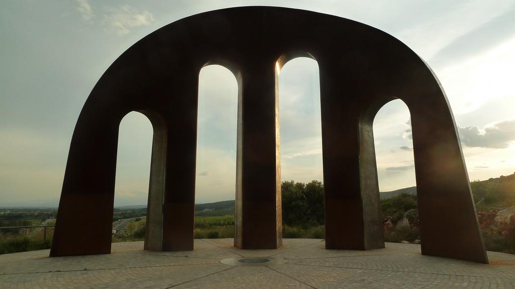porte pais catalan monument