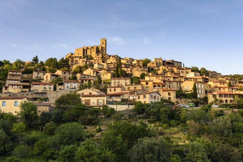 Village le plus ensoleillé et beau région Occitanie