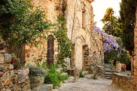 Castelnou village pyrénées orientales