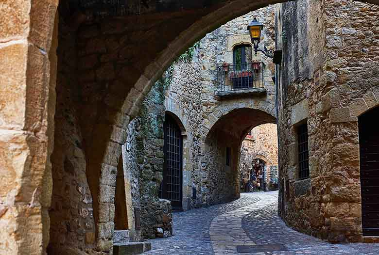 village medieval catalane girona