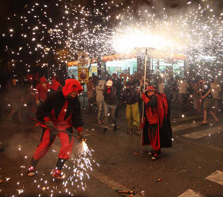 tradition catalogne pays catalan Pyrénées Orientales Carnaval fete feu