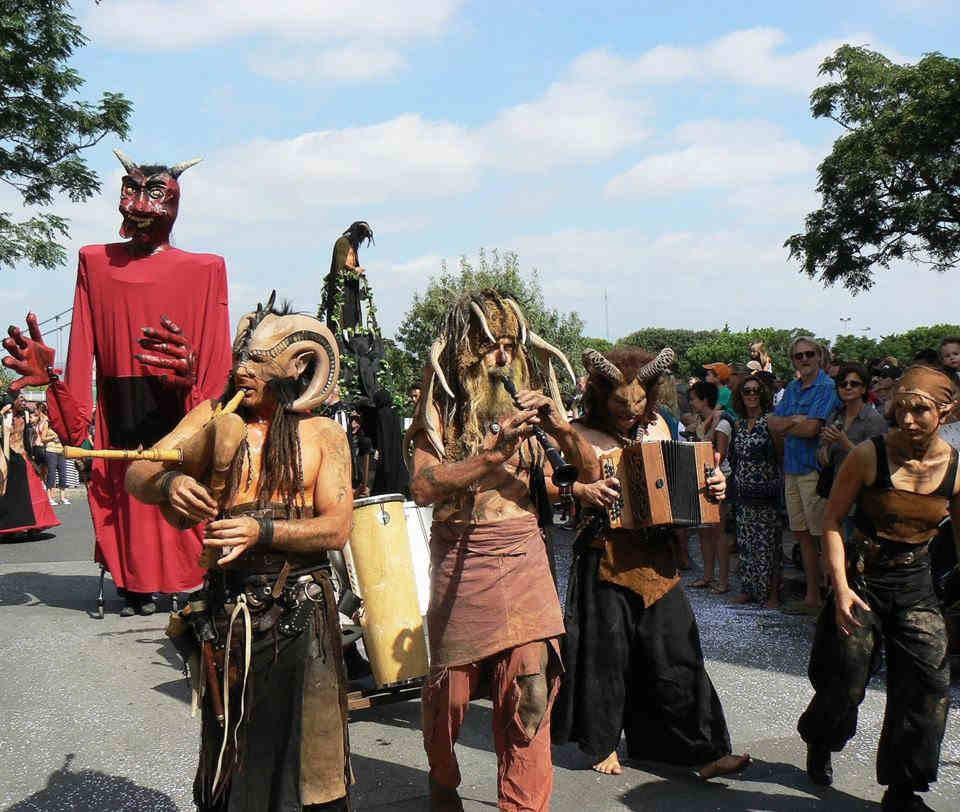 Tourisme Catalogne musique instruments fanfare traditions PO