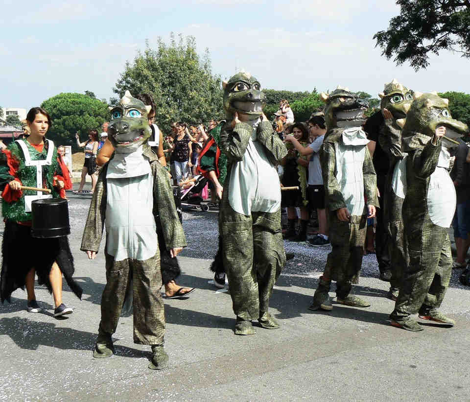 Petits monstres fête médiévale divertissement Occitanie