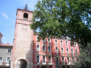 Eglise village Catalogne place centrale