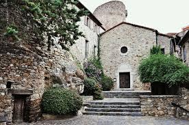 Explorer vestiges romains région catalane édifice religieux