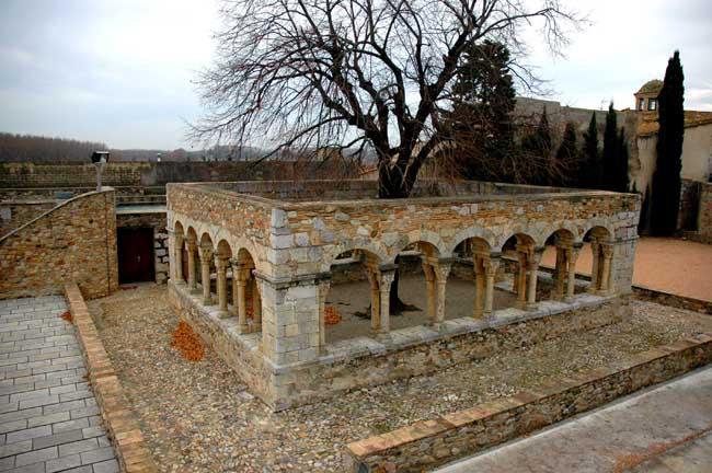 Cloître romain ancien Peralada Catalogne Sud