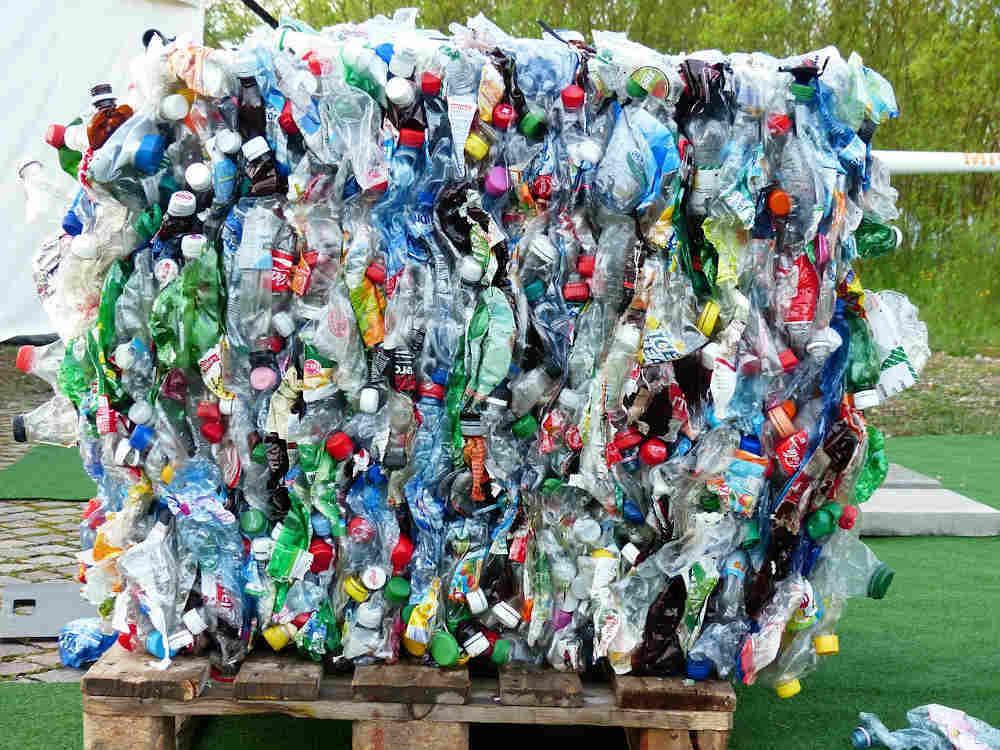 Nettoyage planète Bouteilles plastiques