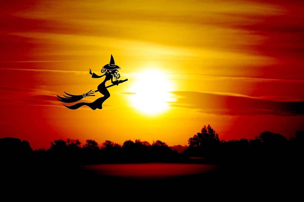 coucher soleil bruixe vol balai catalogne