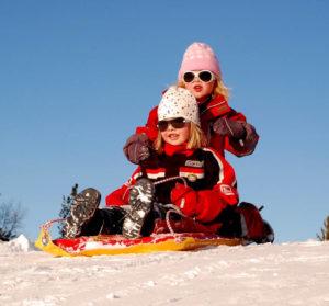 filles glisse ski traîneau activité montagne