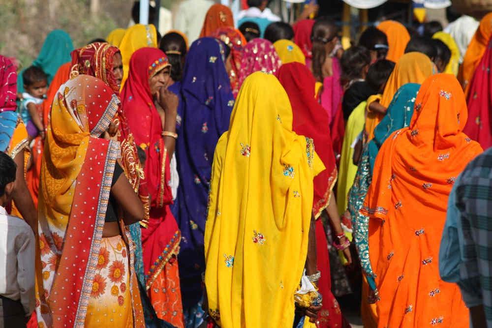 groupe robes colorées Inde