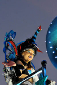 parade nuit carnaval couleurs