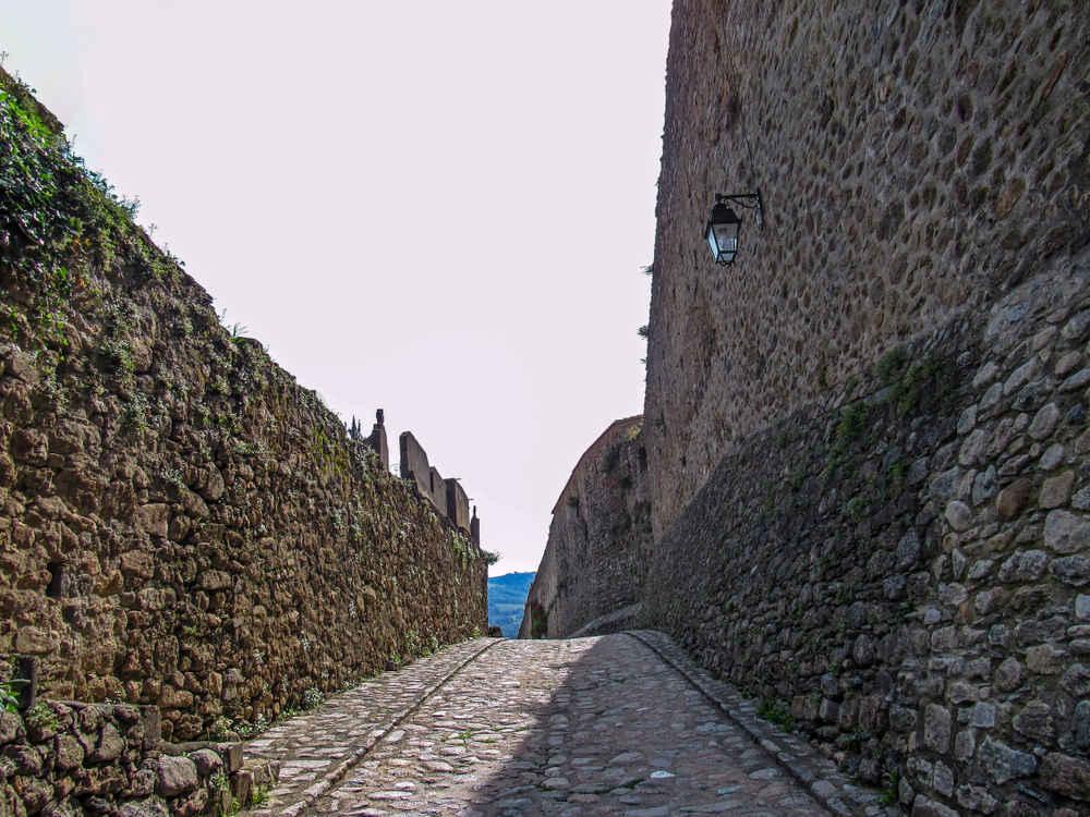 cité médiévale pyrénées orientales tourisme