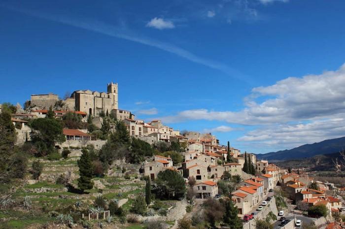 Village médiéval Pyrénées orientales occitanie