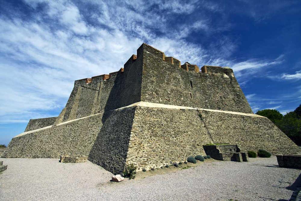 patrimoine fortification collioure cote vermeille