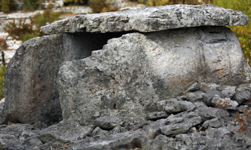 pyrénées orientales rando des dolmens